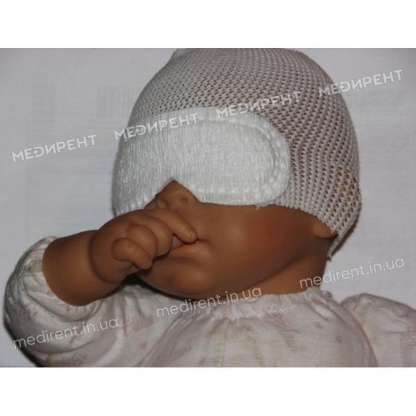 Правильное одевание защитных очков от ультрафиолетового света при фототерапии